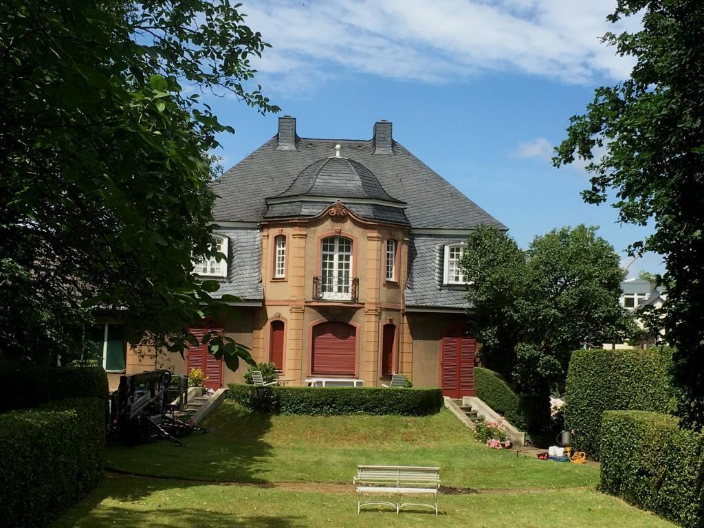 Ökologisches-Sanierungskonzept-für-Naturschieferdächer-Denkmalgeschützte-Arztvilla-in-Hürth-Gleuel-Bild-3-h3EQ